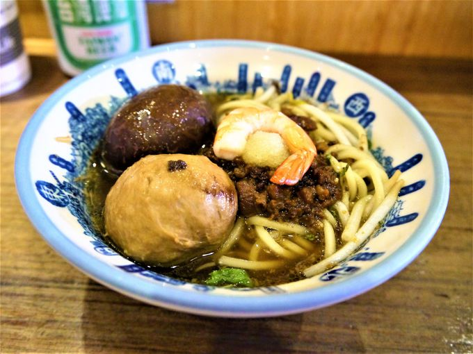 安平名物エビ巻きと台南名物担仔麺でランチタイム