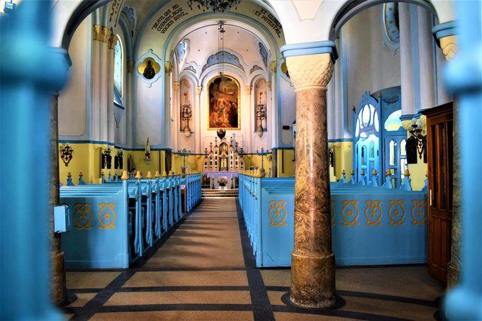 美しい歴史ある教会と一面ブルーの教会は是非訪れよう!