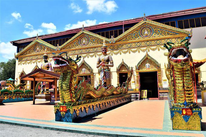 ペナンに寝釈迦様?タイ寺院そのものの「寝釈迦仏寺院」