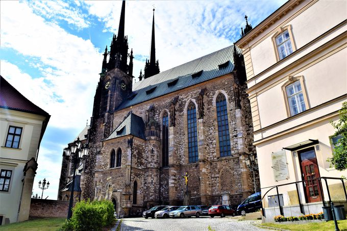 街の象徴!「聖ペテロパウロ大聖堂」と「シュピルベルグ城」