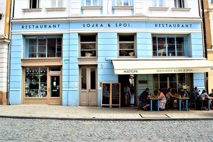 お土産も充実!食事にぴったりな「SOJKA & SPOL.」