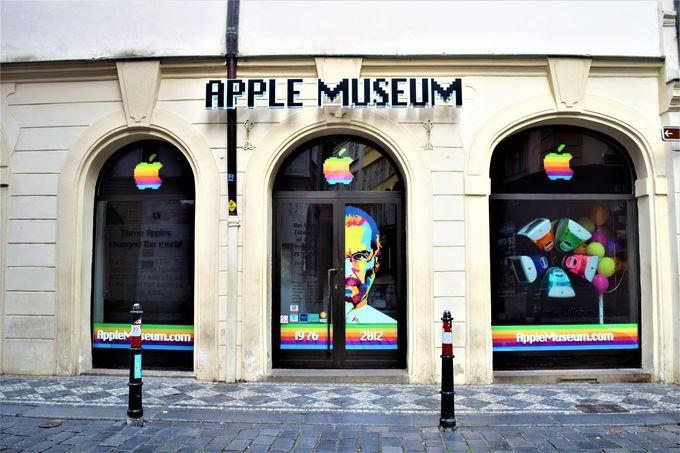 旧市街に突如現れるアップル・ミュージアム