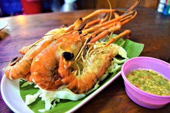 ディナーは海鮮やタイのローカルフードを!
