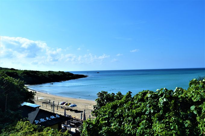 プライベートビーチの小湾ビーチでのんびり過ごそう!