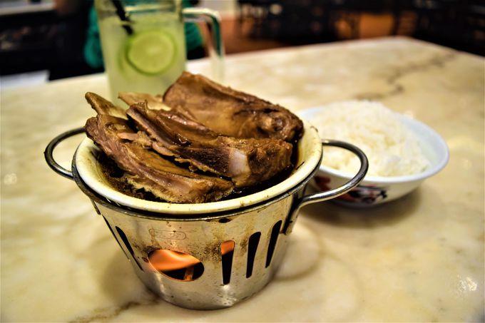 キレイで清潔!味も保証の「宝香肉骨茶」