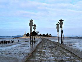 まるでモーゼの海割り?海から道が現れる!台湾・金門「建功嶼」