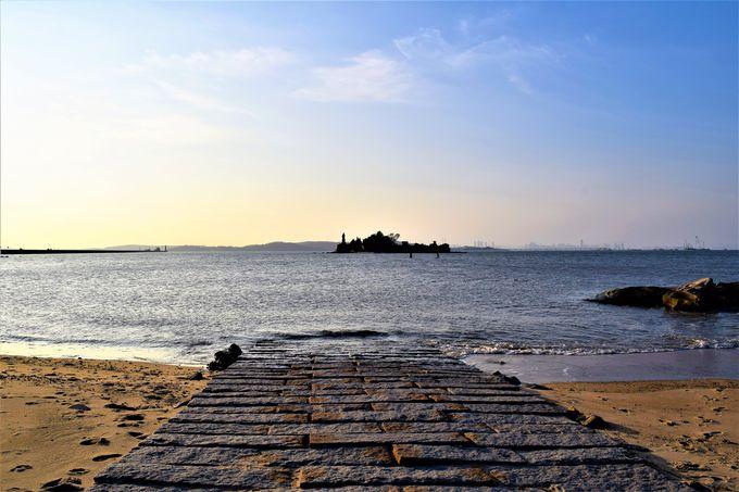 普段は穏やかな海にある「建功嶼」