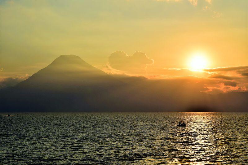 グアテマラにこんな綺麗な湖が!アティトラン湖畔の街巡り