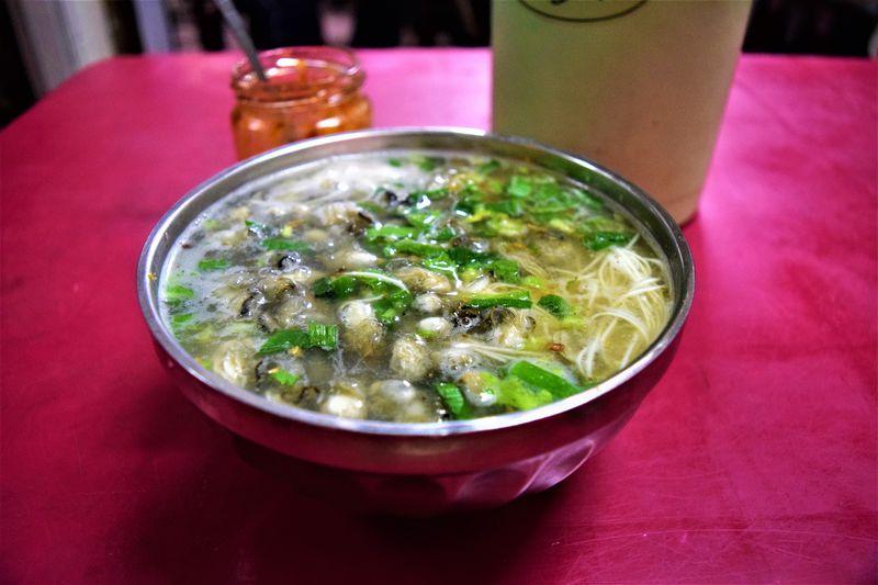 牡蠣たっぷり!「巧味香」の阿仔麺線