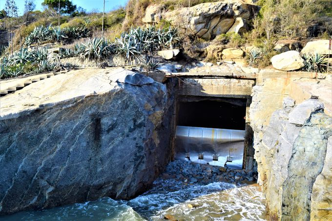 まるで青の洞窟!「テキ山坑道」
