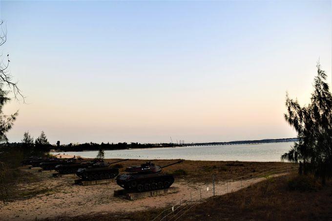 金門ならではの夕日を!「慈湖」の軌條砦