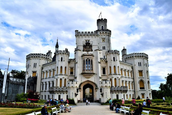 お城派は白亜の城へ!白が眩しい「フルボカー城」