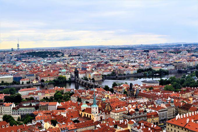 プラハの街が一望できる南塔や衛兵交代も必見