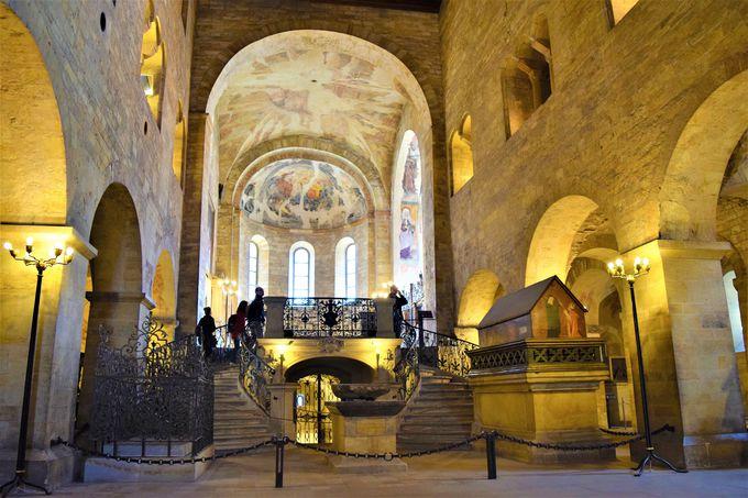 プラハ城最古の教会!「聖イジー教会」