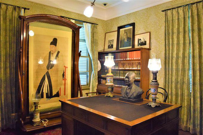豪華な食堂や書斎も!当時の家具や暖炉にも注目