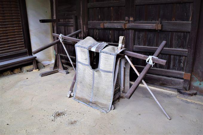 実際にたたかれた門「大石邸長屋門」