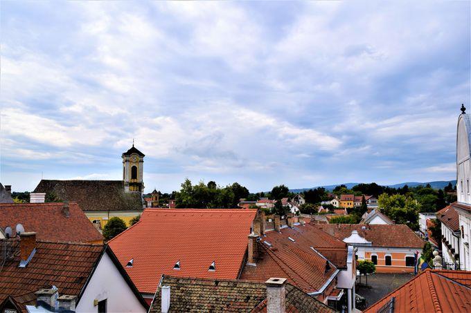 丘の上の小さな街の小さな教会
