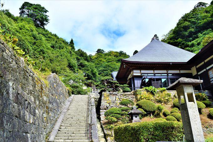 仁王門を抜けるといよいよ山寺の中枢へ!