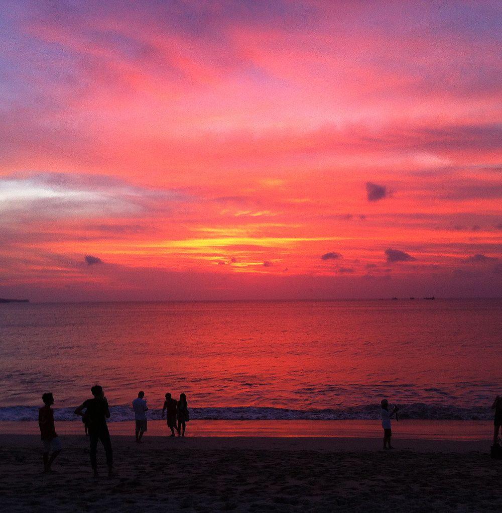 夕日の名所ジンバランビーチでのサンセット