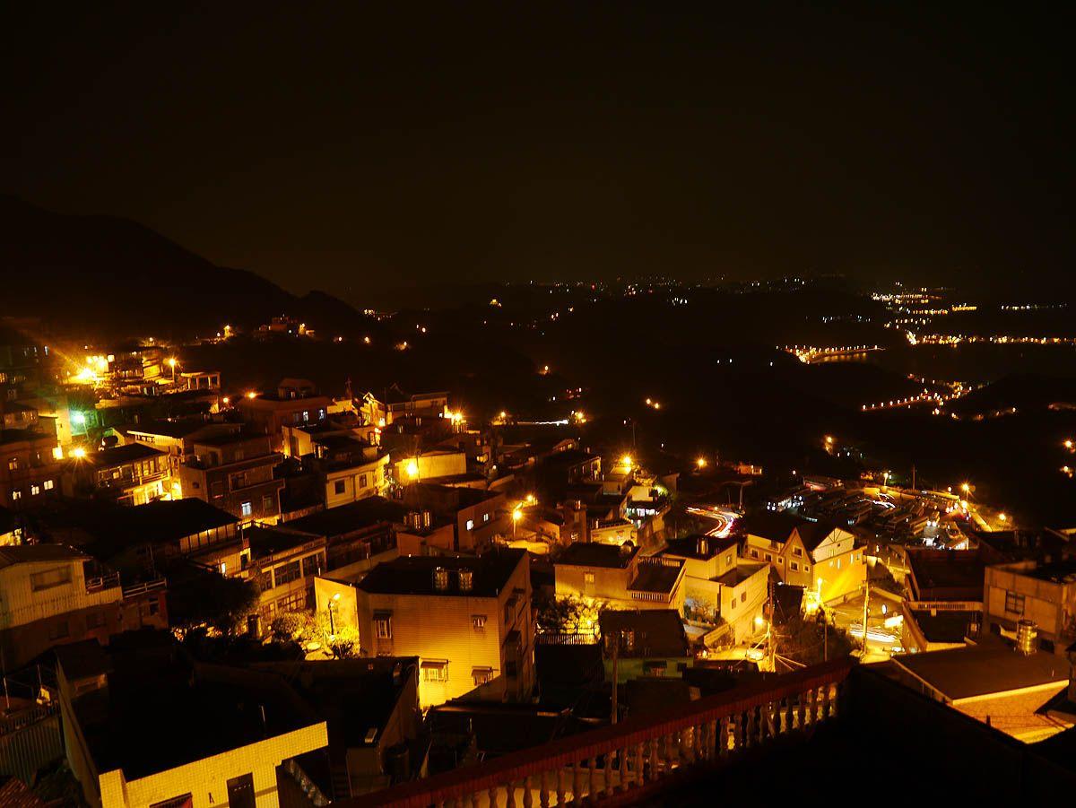 美しい夜景に旅の悦楽を感じ