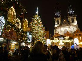 年明けまで開催!煌びやかなプラハのクリスマスマーケットで屋台めぐり
