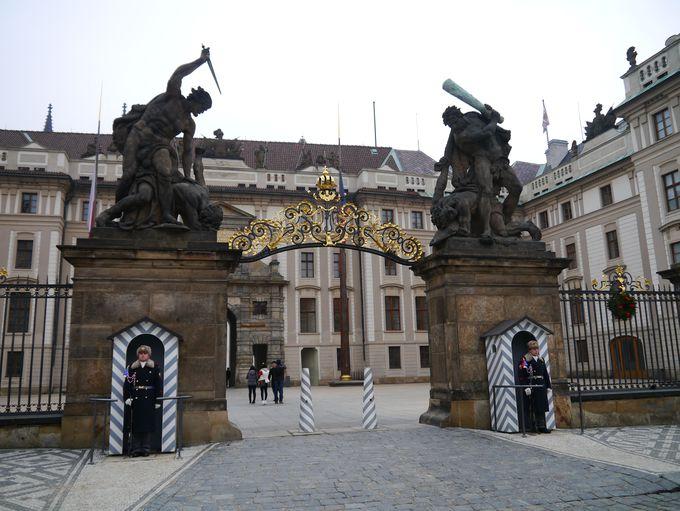 9時〜:まずは西側、プラハ城へ
