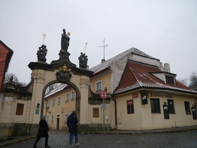 12時頃:ストラホフ修道院