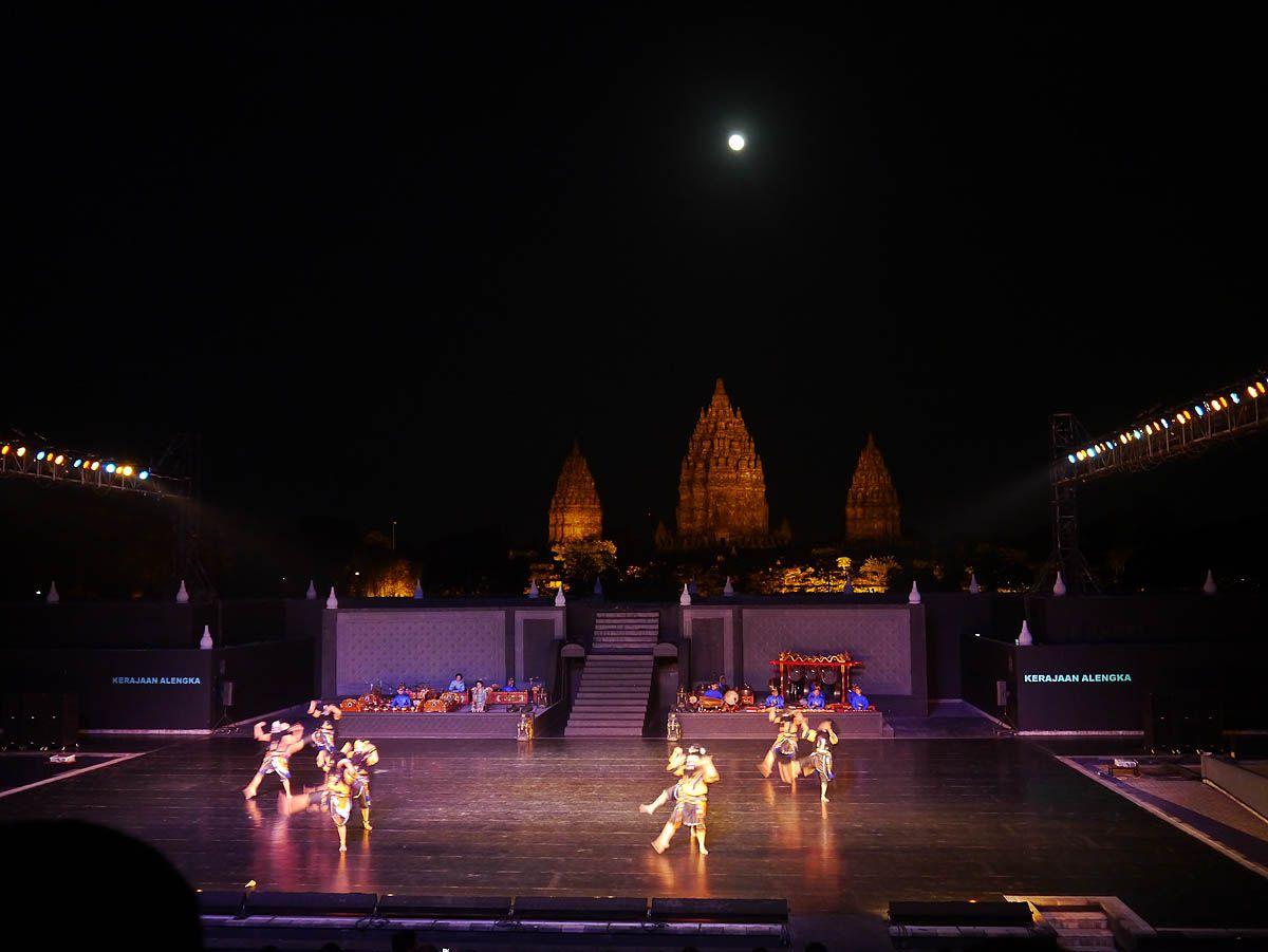 19:00 世界遺産が舞台!神秘的なラーマーヤナ舞踊劇