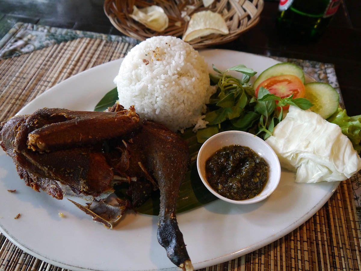 12:00 インドネシア料理のランチ