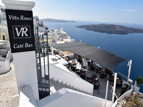 サントリーニ島フィラの絶景ホテル&カフェ「ヴィラレノス」
