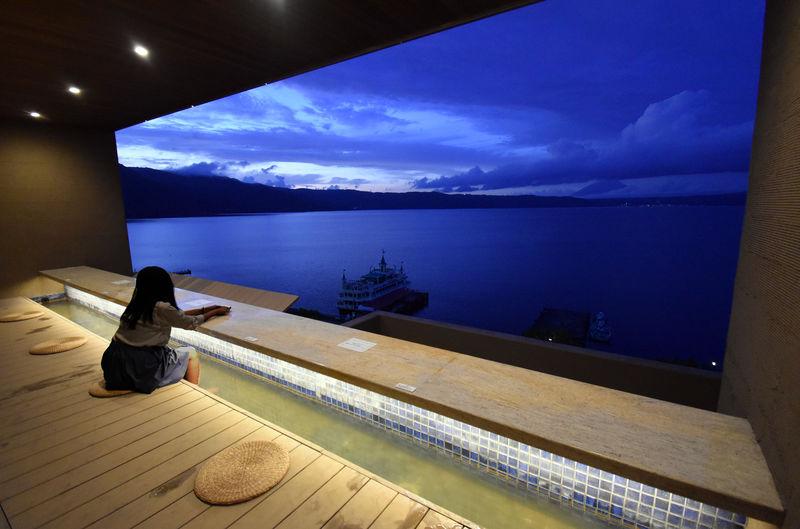 湖畔の絶景リゾート「洞爺湖万世閣ホテルレイクサイドテラス」