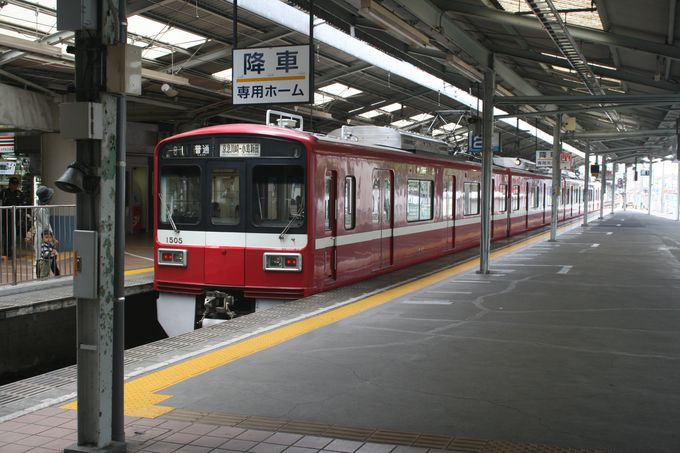 開業当初の面影が随所に見られる京急川崎駅から川崎大師間