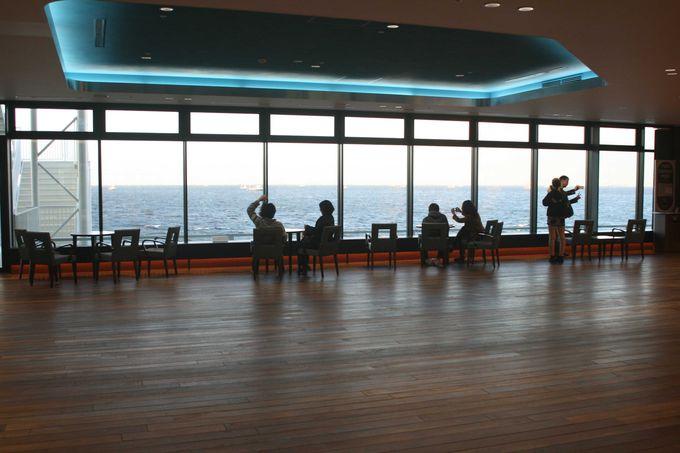 ポイントその1・新しくなった展望デッキで海の景色を満喫