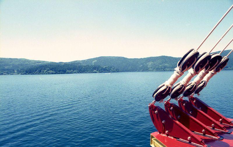 1時間かけて芦ノ湖を巡る「小さな航海日記」 箱根海賊船