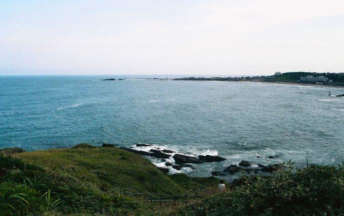 季節と時刻によって表情が変わる海岸の風景