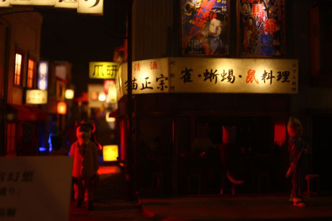 懐かしい映画の看板と鉄道のジオラマは昭和幻燈館で……