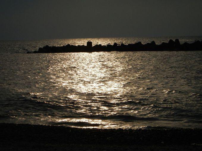 瀬波温泉海水浴場から眺める素晴らしい夕陽
