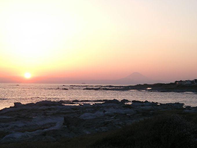 伊戸から夕陽と富士山の絶景