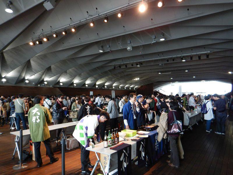 タイガーマスクも登場!横浜港大さん橋・酒チャリティー試飲会「酒は未来を救う」