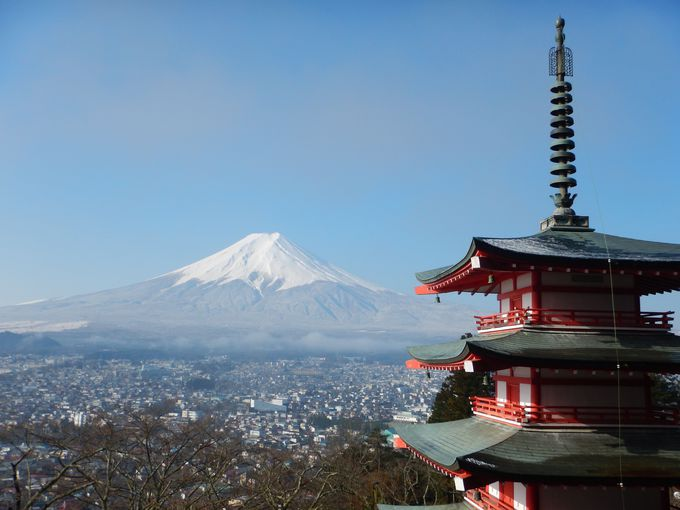 ミシュランにも掲載!富士山とのコラボが楽しめる「新倉浅間神社」(山梨)