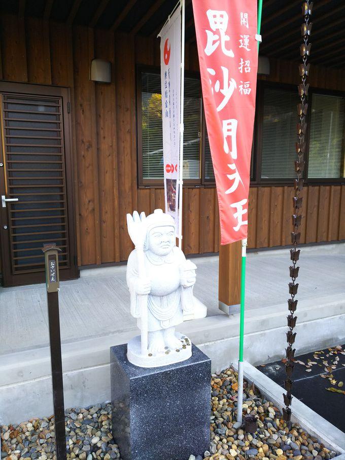 七福神像が出迎える、七福神いで湯の里