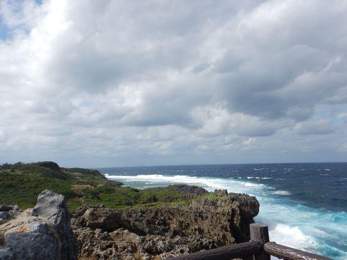 辺戸岬から望む安須杜の四峰〜安須杜とは?