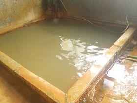 入浴料100円!奥会津・金山町「松の湯」は石材店が営むドバドバ極上湯宿