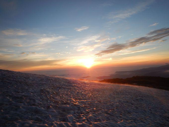 雪渓上で見るサンライズの絶景