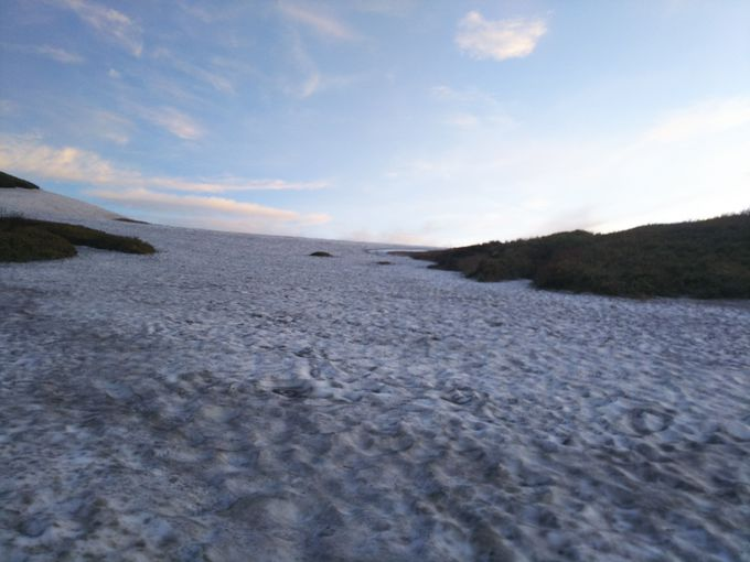 注意が必要な雪渓歩き