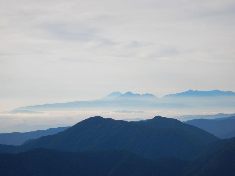 夕陽や北アルプスの山並みの絶景