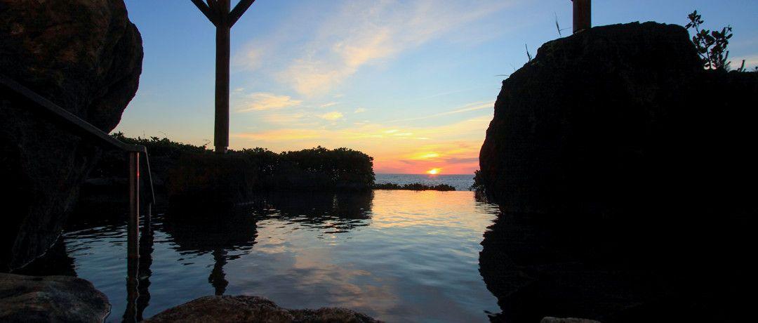 お風呂から望む日本海の夕陽