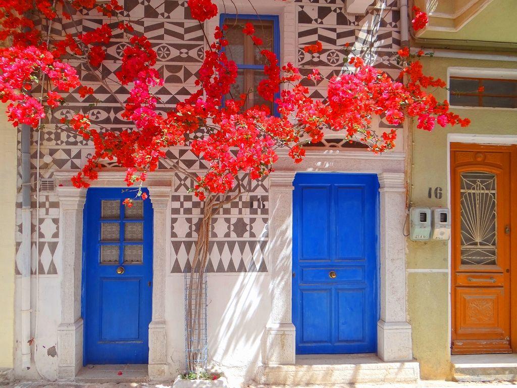 7.幾何学模様で飾られたピルギ村(ヒオス島)