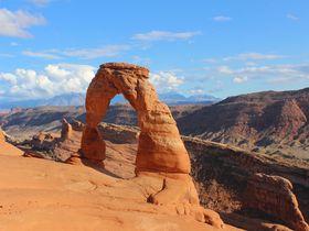 見ずに死ねるか!地球数億年の悠久に架かる奇跡の橋〜米アーチーズ国立公園