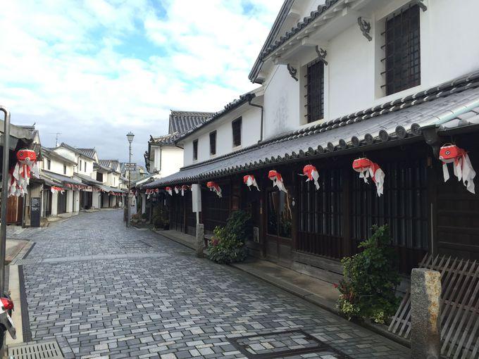 「宝来橋」を渡っていくと、柳井の町の見どころの商家群が見えてきます。